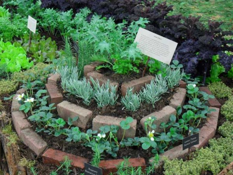 19 crafty uses for recycled brick - Astuce deco jardin recup ...