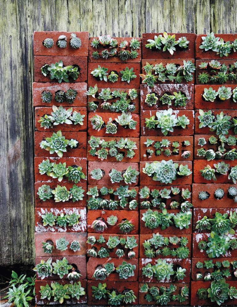 19 crafty uses for recycled brick for Diy brick projects