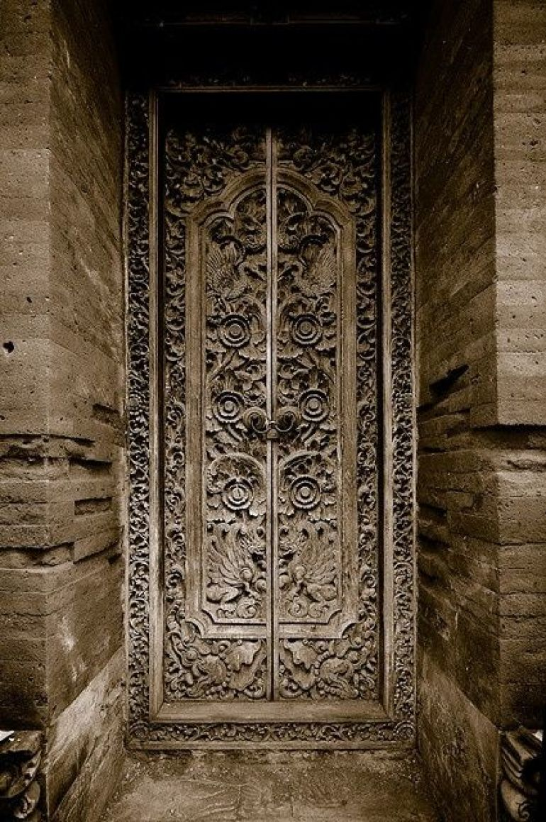 Find Some Antique Balinese Doors & Got the Post-Holiday Blues? 16 Ways to Bring Balinese Style Home ... Pezcame.Com